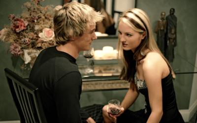 5 Key Reasons He Pulls Away When Falling In Love